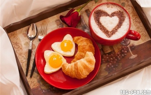 Breakfast-croissant-love-heart-eggs-rose-coffee-Valentine-s-Day_m.jpg